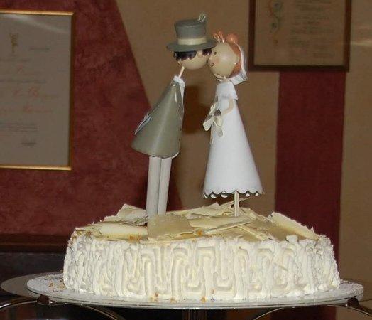 Bagnolo Piemonte, Italy: torta nuziale con panna e cioccolato bianco aromatizzata all'arancia...semplicemente buonissima