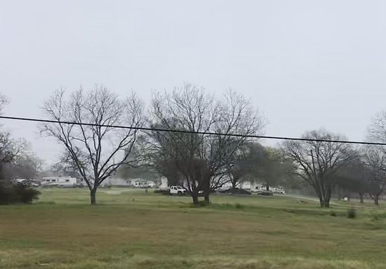 Lexington, TX: Photos taken from Hwy 77. Great place to spend a night or long term. Great owners.