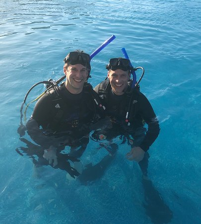 PADI Oplev Scuba Diving i Montego Bay: Pool training with my brother!  Great experience.
