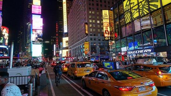 Le luci, il traffico, i cartelloni luminosi, adoro Times Square!