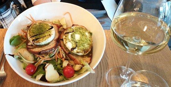 Le Quai: La salade de chèvre et toasts !