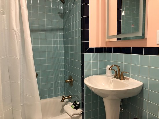 Fully renovated bathrooms in all Queen and Double Queen Rooms