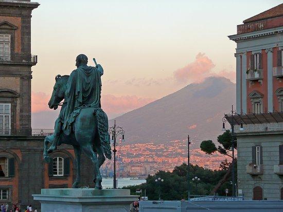 Statua di Ferdinando I di Borbone
