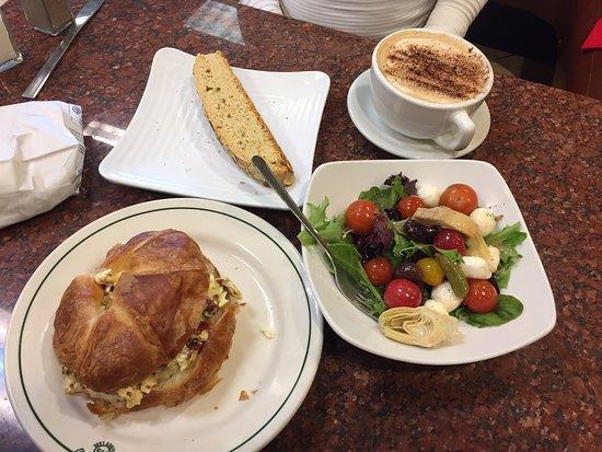 Sausalito Bakery & Cafe: Salad, Sandwich