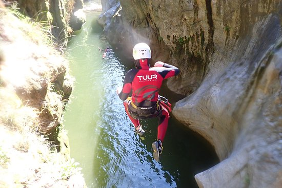 Canyoning Marbella - niveau 1: Here we did a 4 meter jump!