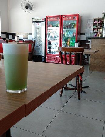 Santo Anastacio, SP: suco de abacaxi