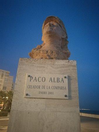 Monumento a Paco Alba