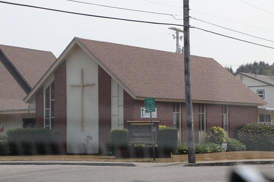 Ρίντσπορτ, Όρεγκον: A brown colored church