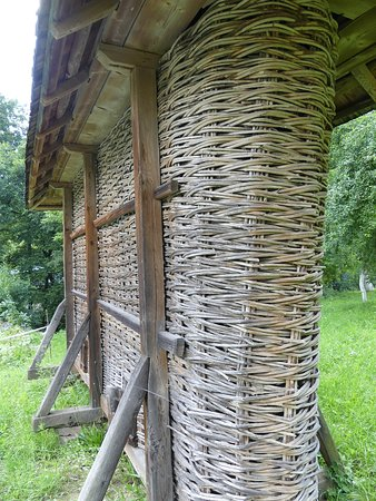 The Regional Museum of Folk Architecture and Life: 家禽類を飼っていた小屋(?)2。