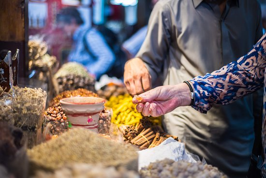Sprinkle a pinch of fragrance and spice up your mood at the very heart of Old Dubai.. Visit Spice Souk and get a load of traditional Emirati style shopping experience.