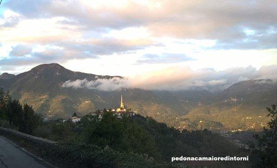 Pedona, איטליה: L'attrazione del piccolo Borgo è la tranquillità e i panorami. Good quite and landscapes: This is the beauty of the Tuscan village