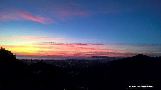 Tramonto Pedona con visuale Liguria e nei giorni limpidi anche la Francia -   Sunset Pedona: You can see  Liguria and  sometime France
