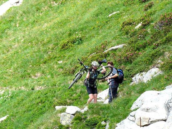 Mountain bike estremo, verso il Rifugio Bertacchi sul Lago Emet (2140 m ca) sopra Madesimo.