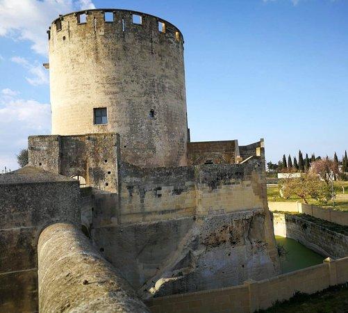 เลกเซ, อิตาลี: torre quattrocentesca con fossato