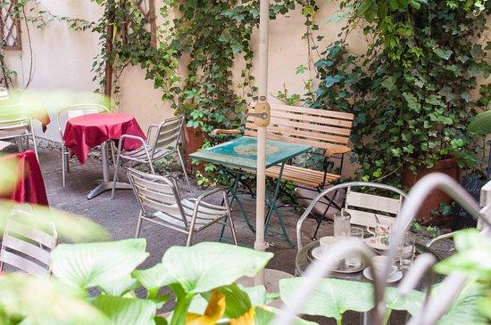 Gastgarten Im Hinterhof Picture Of Cafe Konig Graz
