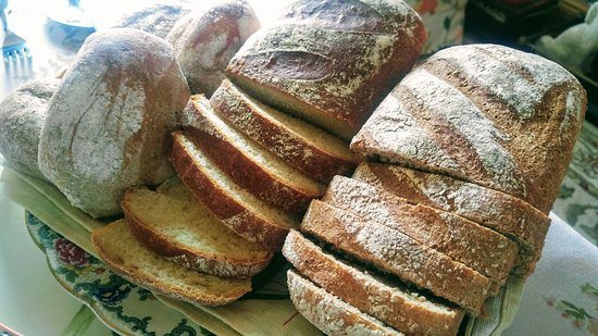 Brampton Dales Farm Bed and Breakfast: The aroma of fresh bread first thing in the morning !