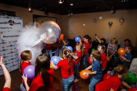 Мы можем организовать бумажное шоу, мыльные пузыри и подвижные игры!