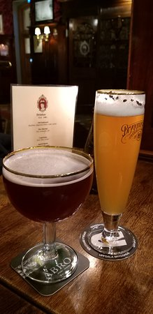 The Queen's Head: пшеничное пиво и вишневое пиво