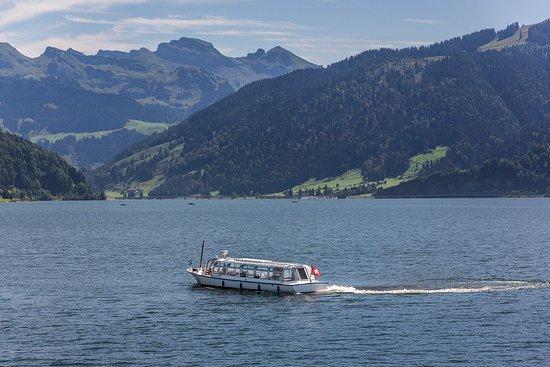 Schwyz, Schweiz: Der Sihlsee ist der grösste Stausee der Schweiz. Er dient vorwiegend dazu Bahnstrom für die SBB zu produzieren.