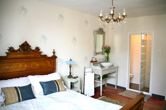 Le Chaton Rouge: Deluxe Double Room with ensuite