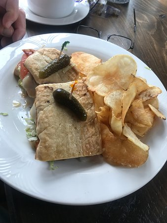Slim Jim Sandwich with Chips