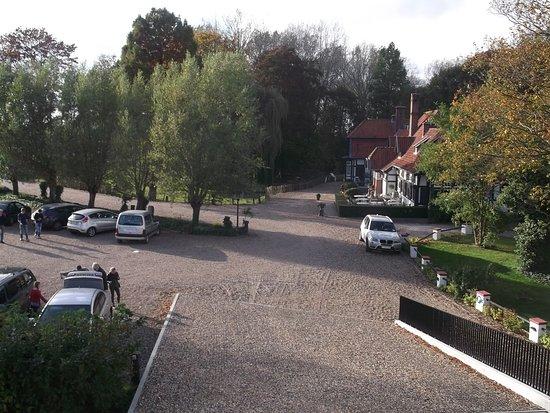 parking (deel zichtbaar aan de linkerkant)