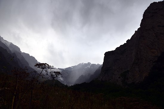 Северная Осетия. Цейское ущелье. Рассвет над Сказским ледником.