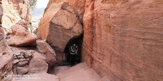 טיול לפטרה ירדן עם החברה מספר אחת לטיולים בירדן  טיולים ואתגרים להזמנת טיול  03-656-44-88  https://www.tiyoolim.com/