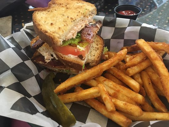 Melbourne, AR: Excellent all around! Great food! Great staff and very clean! We highly recommend. We enjoyed the marinated grilled mahi mahi tacos and the salmon blt, both excellent! We will absolutely make the drive here again.