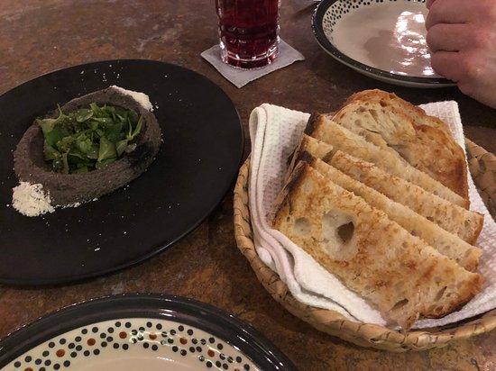 Lugareño Cocina: Bean hummus and delicious bread.