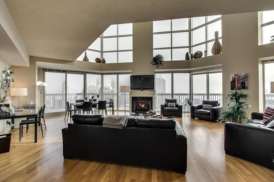 The Penthouse at Grand Plaza: Luxury Penthouse