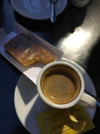 Treasures of Lisboa Food Tours: Perfect combo! Pastel Feijao and espresso!!