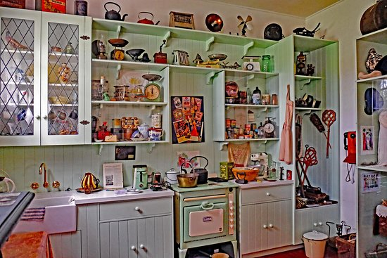 The Aunt Daisy Kitchen recalls yesteryear. How would you cope with that stove?!
