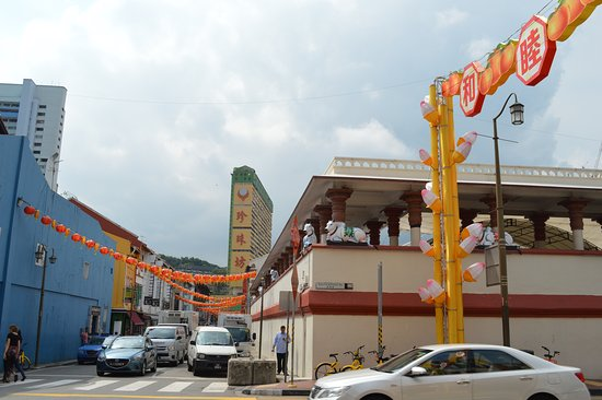 An Interesting Hindu temple .. in Chinatown