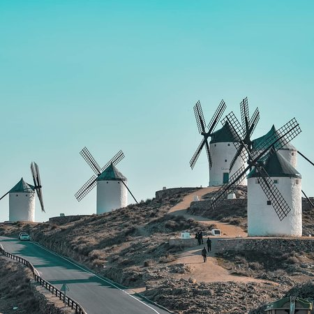 Consuegra, Spania: The famous Spanish windmills, described beautifully in the famous book Don Quixote.