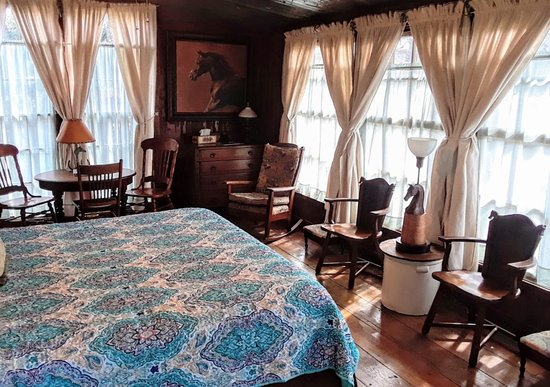 Baines House Inn: Thoroughbred Haven