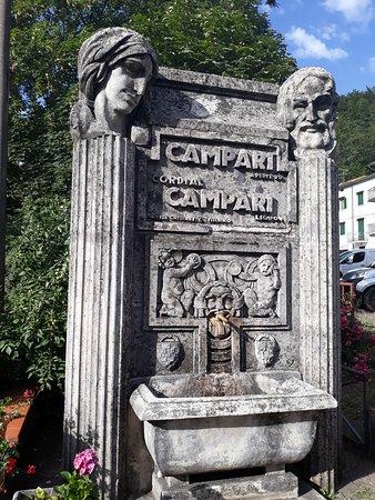 Le Piastre, Włochy: l'artistica fontana