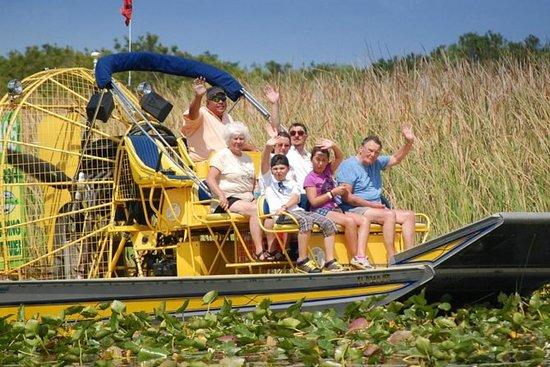小组佛罗里达大沼泽地飞艇游览