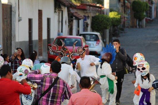 Festival de la Mojiganga en Zacualpan de Amilpas en el Estado de Morelos su festival es en el mes de septiembre. para grupos de 40 pax podemos realizar representaciones en cualquier mes del año
