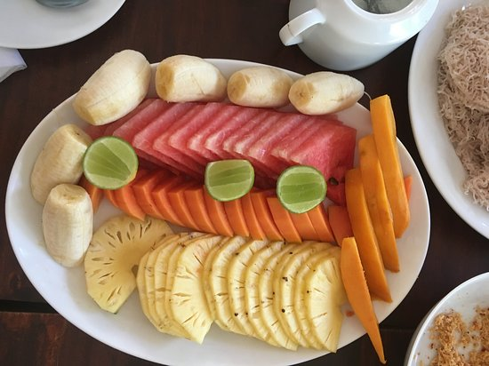 The Coconut Garden Hotel & Restaurant: Fruit that was served with breakfast