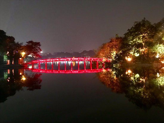 Hoan Kiem Lake Walking Street