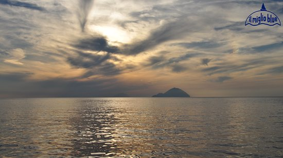 Day charter. Relaxing day on board. Gulet charter. Tour around Aeolian Islands. Holiday in Sicily. Book your vacation with www.ilmiglioblue