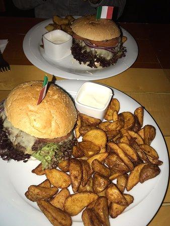 Neulich im Plutzer Bräu- Burgermenü : Vorspeise beef tartare- Riesenburger mit Wedges- tiramisu....ein Genuss! Komme gerne wieder 👍