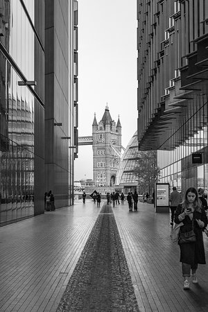 Entdecke London wie ein Künstler: I like this view! Black and white can enhance a photo in some situations. This is a participant's photo. Thanks for giving me the right to publish it :)