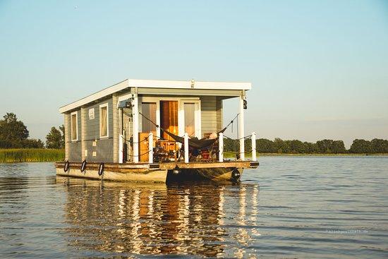 Brandenburg, ألمانيا: Mit dem Hausboot auf Tour - schöner geht nicht, oder? Stimmt! Ich mache dieses Jahr meine fünfte Hausboot-Tour durch Brandenburg und kann einfach nicht genug davon bekommen. ♥