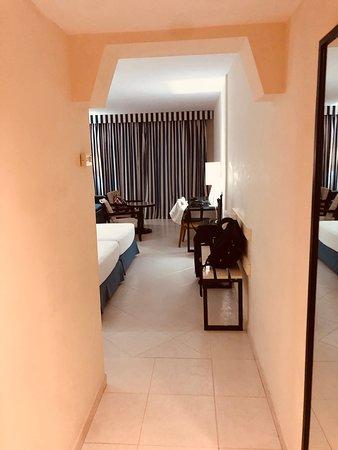H10 Tindaya: Room from the door.