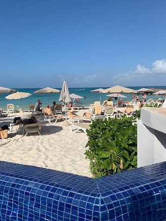 Beautiful views, pools and ocean. Average food & rooms