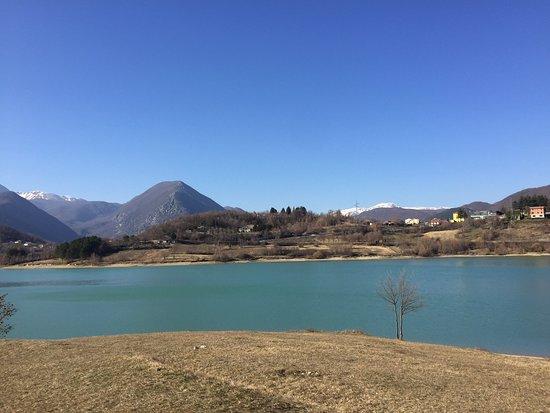 Cerro Al Volturno, Italy: Molto bello un'invaso artificiale notevole , non mancano i servizi