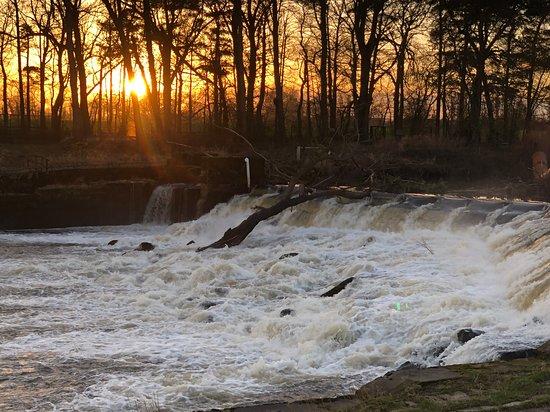 Naburn Locks: Sunset over the weir
