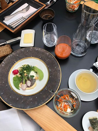 Wunderbares Frühstück, elegante Atmosphäre, ausbaufähiges Personal
